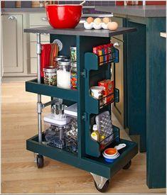 Se você tem uma cozinha pequena e precisa otimizá-la, aqui estão algumas dicas realmente geniais. Preste atenção nos espaços…