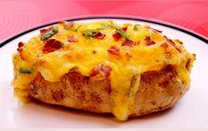 SUBLIME, ET MIAM ! Cette recette de pommes de terre, cuites deux fois et garnies de fromage et de bacon, est tout simplement irrésistible. D'ailleurs, lorsque vous verrez le résultat final, vous ne pourrez vous empêcher de la cuisiner, d'autant plus qu'elle se prépare très facilement. Lavez 4 pommes de terre sans les peler, et...