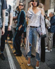 """Nunca  dejes de experimentar arriesgar aprender compartir...muestra  al mundo quién eres """"por que TÚ lo vales"""". #yestip: Crea un estilo propio único e irrepetible que refleje tu poder interior y """"NUNCA DEJES DE BRILLAR"""". #asesoradeimagen #imageconsulting #consultoriadeimagen #personalshopper #streetstyle #streetfashion #styletips #fashionmoda #fashiontips  #outifit  #look #cool #fashion #tendencias #moda #inspiracion #inspiration #silver #jeans #dressandjeans #complementos #estilopersonal…"""