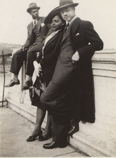 Glamorous people at the Harlem River, 1930's.  Love the face of the man in foreground. ©WaheedPhotoArchive, 2011