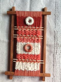 Love the circles. Tapestry Weaving, Loom Weaving, Hand Weaving, E Textiles, Geometric Fashion, Woven Wall Hanging, Weaving Techniques, Textile Art, Fiber Art