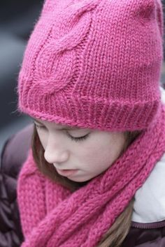 - How to Knit Cables - You need a row counter and a cable needle, but it's really not at all hard to knit cables. This is a good beginner tutorial from Craftsy. Cable Knit Hat, Cable Knitting, Circular Knitting Needles, Cable Needle, Knitting Patterns Free, Free Knitting, Crochet Patterns, Crochet Tutorials, Knit Or Crochet