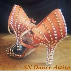 Scarpe decorate con strass #unavitaperladanza #dancesportshoes #danceshoes #Swarovski #strass #shoes #latinshoes #instadance #ilovedance #followme # Ballroom Dance Shoes, Dancing Shoes, Latin Shoes, Swarovski, Latin Dresses, Dance Images, Tango Dress, Decorated Shoes, Shoe Pattern