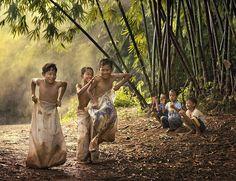 Search For: Children - pixdaus Village Photography, Artistic Photography, Creative Photography, Children Photography, Childhood Memories 90s, Childhood Games, Foto Picture, Best Island Vacation, Friendship Photography
