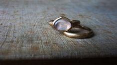 Gold — · Maura Bernasconi · Atelier · Rosequartz set in delicate Roségold Maura, Rose Quartz, Gemstone Rings, Fine Jewelry, Silver Rings, Delicate, Wedding Rings, Rose Gold, Engagement Rings