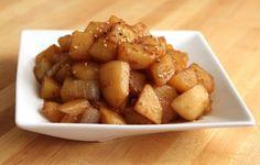 Potato & soy sauce side dish (Gamjajorim) Korean Side Dishes, Korean Potato Side Dish, Korean Potatoes, Potato Sides, Potato Side Dishes, Korean Food, Korean Bbq, Recipes, Mushrooms
