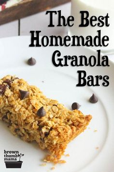 These are the best homemade granola bars out there. My kids LOVE them, and they only have 7 ingredients (Quaker Chewy has 28 ). Ditch the mystery ingredients and go natural! Healthy Granola Bars, Chewy Granola Bars, Homemade Granola Bars, Healthy School Snacks, Healthy Snacks For Kids, Kid Snacks, Protein Snacks, Healthy Breakfasts, Protein Bars