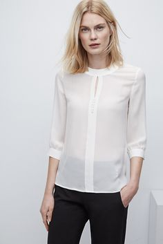 Camisa de seda con cuello romántico - AD - 129€