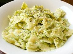Farfalle with zucchini cream with Thermomix - thermomix - Salad Recipes Healthy Easy Salads, Healthy Salad Recipes, Pasta Recipes, Vegetarian Recipes, Easy Meals, Cooking Chef, Cooking Recipes, Cooking Kale, Cooking Pumpkin