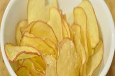 Got a craving for potato chips? All you need is a potato, some oil, salt and pepper, and your microwave (seriously). You can make your own healthier, crispy potato chips in just minutes. The Crazy Russian Hacker shows you how it's done. Check it out:. Potato Snacks, Easy Potato Recipes, Potato Crisps, Chips Au Micro Onde, Parmesan Potato Stacks Recipe, Microwave Potato Chips, Cooking Tips, Cooking Recipes, Healthy Potatoes