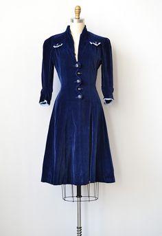 vintage 1930s blue velvet dress- stunning!