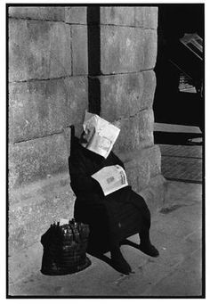 Inge Morath, Siesta of the lottery vendor, Madrid, 1955