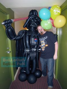 Vader Twist Balloon ! So cool! This makes me want to be a balloon artist. Minus the guy in this pic.