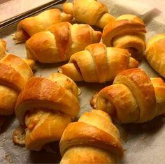 """Express. Mármint az """"igazi"""" croissanthoz képest. Annyira elrettentett az interneten és szakácskönyvekben található receptek időigényessége, hogy eddig soha nem álltam neki itthon croissant sütni. Aztán rátaláltam erre a receptre"""