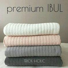 再入荷のお知らせです! 発売からかなり人気のプレミアムイブル◡̈* 高密度生地、cotton100%の肌触りはサラッとしていて品質の良さが伝わります! pinkはサーモンピンクのような、とっても素敵なカラー( ᵕᴗᵕ )✩⡱.. 肌触りも良く、綿100%はペットや赤ちゃんに是非です♡ プロフィールのURLからshopまでお越しくださいませ. #プレミアムイブル#イブル#キルティングマット#ベビーマット#ベビーベッド#リビング#出産祝い#ギフト#プレゼント#犬#猫#プレイマット#寝返り#赤ちゃん用品#ベビーグッズ#出産#お昼寝#親バカ部#シーツ#ソファカバー#育児#マイホーム#インテリア#プレママ#愛犬#愛猫#ジョイントマット#ラグ#ソファー#ブランケット