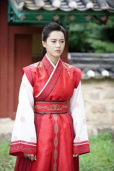 hwarang go ara park hyung sik Korean Actresses, Korean Actors, Actors & Actresses, Korean Dramas, Korean Celebrities, Korean Traditional Dress, Traditional Dresses, Kpop, Korean Girl
