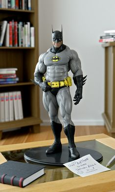 Sensual and grotesque Batman figurine. Batman Artwork, Batman Wallpaper, Marvel Dc, Comic Character, Character Design, Univers Dc, Batman Arkham Origins, Cosplay Anime, Batman The Dark Knight