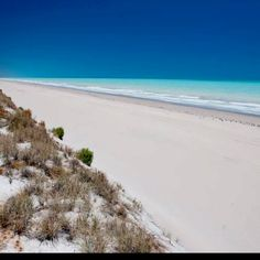 Eighty mile beach, south of Broome, West Australia (Australian Geographic ) eighty miles of white sand and turquoise ocean West Coast Australia, Visit Australia, Western Australia, Australia Travel, Beautiful Places In The World, Beautiful Beaches, Great Places, Places To See, Perth