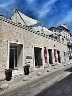 During 2017 Wine&Cheese bar Paradox moved to the larger space in a unique secession era building located on ban Josip Jelačić street..