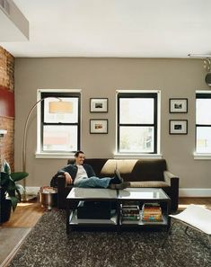 Need to paint my living room Manly Living Room, Interior Wall Colors, Taupe Walls, House Design, Decor Pad, Bachelor Pad Apartment, Interior, Home Decor Colors, Living Decor