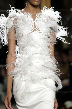 #white #dress #runway #Ostrich #Feathers #fashion #chic #style Collectioneight.com/blog/