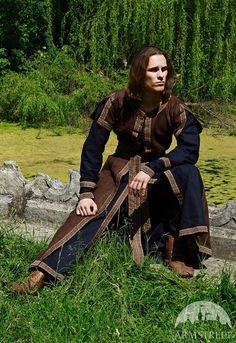 Medieval Mens Costume: Long Tunic and Overcoat Set