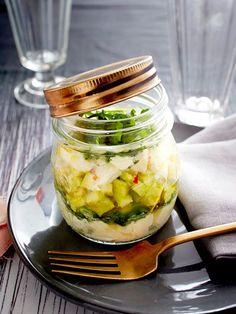 Als Tatar mit Äpfeln wird die Avocado im Handumdrehen zur raffinierten Vorspeise im Glas.