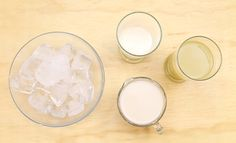 ingredientes para hacer la mejor piña colada casera Coconut Smoothie, Healthy Smoothies, Summer Drinks, Cold Drinks, Cholate Chip Cookies, Strawberry Desserts, Glass Of Milk, Food And Drink, Tea