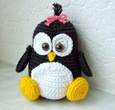 Miss Buttercup: Pitsch Patsch Pinguin .use translator Crochet Penguin, Crochet Birds, Crochet Amigurumi, Crochet Flower Patterns, Amigurumi Patterns, Crochet Animals, Crochet Crafts, Crochet Dolls, Crochet Flowers