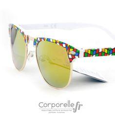 Des lunettes de soleil style wayfarer revisitées de manière très moderne et  originale, un effet geek parfaitement maitrisé avec des formes géométriques  et ... 9be699b0c8f4