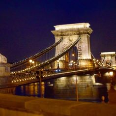 Instagram【taketo_oshio】さんの写真をピンしています。 《#budapest #hungary🇭🇺 #nightview #ブダペスト #ハンガリー #鎖橋 #夜景 #travel Photo credit@nanami.b》