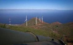 Nel mondo 11 isole vanno verso un futuro 100% rinnovabile, nessuna è italiana Undici isole nel mondo hanno scelto di essere 100% rinnovabili: a fare da apripista El Hierro (Spagna), seguita da Samso (Danimarca), Eigg (Scozia), Bonaire (Paesi Bassi), Bornholm (Danimarca)e quel #isole #energiarinnovabile