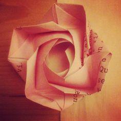 Origami Rosa tutorial:  http://www.youtube.com/watch?v=NAQkuvao3sQ