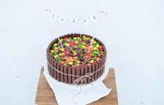 I barnebursdag er det sjokoladekake og gele som gjeld! At kidsa som regel nøyer seg med ein bit av kvar før dei er i gong med å leike er ei anna sak.men også grunnen til at mor i huset valde å g. Homemade Cookies, Diy Costumes, Yummy Cakes, Sprinkles, Side Dishes, Birthday Cake, 5th Birthday, Birthdays, Food And Drink