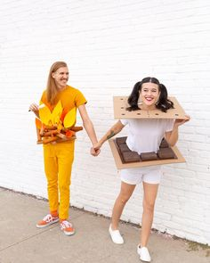 10 creative couples costumes to DIY for Halloween Happy weekend, all! Popping in today to share some of our fave couples costumes we've found around the 'net, for your weekend planning pleasure. How fun is it to create a Halloween costume based off o Halloween Costume Diy, Easy Diy Costumes, Creative Costumes, Family Halloween Costumes, Cute Costumes, Couple Halloween, Halloween Kids, Zombie Costumes, Vampire Costumes