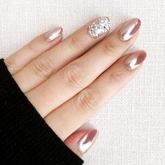 Shiny and rose gold nails