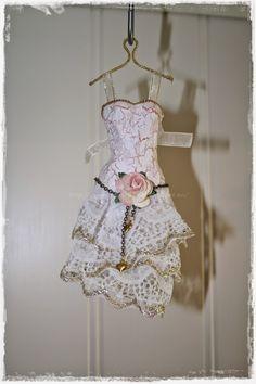 Gunns Papirpyssel 3D, scrapbooking, scrapbook, dress, kjole, papirkjole, paperdress, papirbretting, paperfolding