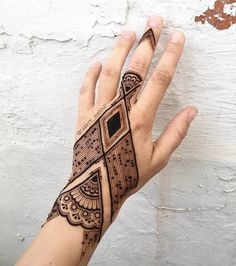 Modern mehndi design for hands by @rabbyy_mehndi #mehndi #mehndidesign #henna #hennadesign #hennatattoo