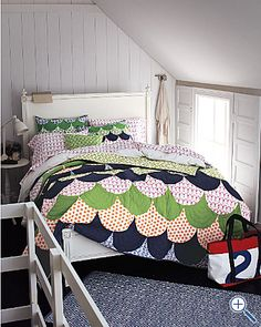 One day I will learn how to do curved piecing so I can make this lovely quilt. Seriously, it's so cool!