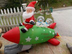 Christmas GEMMY Inflatable 5Ft Santa on Rocket w/Penguins Yard Decor