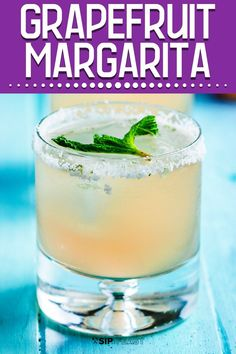 Paloma | This grapefruit margarita is the perfect drink for summertime parties. Also known as a Paloma, this drink just might become your new favorite cocktail! #summerdrinks #grapefruitdrinks #tequiladrinks #drinks #margarita Frozen Drink Recipes, Fruit Recipes, Cocktail Recipes, Summer Recipes, Simple Recipes, Brunch Recipes, Bbq Drinks, Non Alcoholic Cocktails, Summer Drinks