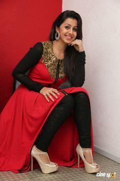 HD Stills: Telugu Actress Nikki Galrani Latest Stills at Darling Movie Press Meet Photos Actress Anushka, Bollywood Actress, Beautiful Asian Women, Beautiful Indian Actress, Beautiful Saree, Beautiful Dresses, Black Net Saree, Darling Movie, South Indian Actress