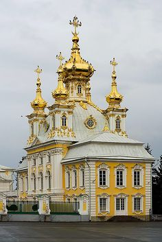 GOLD DAY 1 The Church at Peterhof Palace, St. Petersburg Russia The church is part of Peterhof Palace, a series of palaces and gardens loca. Russian Architecture, Religious Architecture, Church Architecture, Beautiful Architecture, Beautiful Buildings, Beautiful Places, Ancient Architecture, Peterhof Palace, Voyage Europe