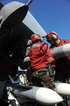 "PHILIPPINE SEA (Nov. 8, 2012) Aviation Ordnanceman 3rd Class Saudia Sutton, from Compton, Calif., left, and Aviation Ordnanceman Airman Alex Hippeli, from Mountaintop, Penn., attach ordnance to a F/A-18E Super Hornet from the ""Dambusters"" of Strike Fighter Squadron (VFA) 195 on the flight deck of the U.S. Navy's forward-deployed aircraft carrier USS George Washington (CVN 73)."