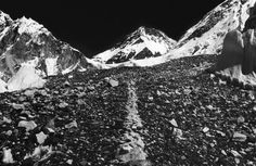 Richard Long, A line in the Himalayas (1975)