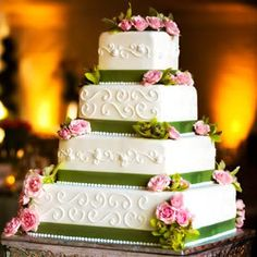 Wedding Cakes Photo:  This Photo was uploaded by joels_riot_gurl69. Find other Wedding Cakes pictures and photos or upload your own with Photobucket free...
