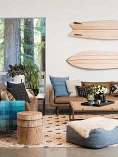 Traumhaft eingerichtet ❤ Nordish by Nature l Wohnen l Casual Modern Coastal, Hip Home by Regan Baker Design // wood surf boards as wall art Surf Decor, Decoration Surf, Surf Style Decor, Surfboard Decor, Beautiful Decoration, Casual Living Rooms, Chic Living Room, Living Room Decor, Modern Living