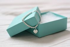 Tiffany OFF! Tiffany and co blue turquoise heart pearl silver bracelet jewelry bow box Tiffany And Co, Tiffany Blue, Tiffany Outlet, Stylish Men, Stylish Outfits, Fashion Outfits, Fashion Lookbook, Girl Tattoos, Engagement Photos