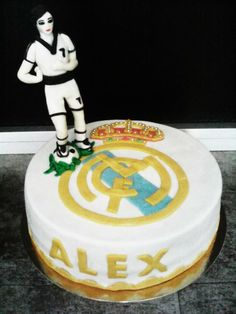Tarta fondant Tarta Real Madrid, Birthday Cake, Desserts, Food, Fondant Cakes, Tailgate Desserts, Birthday Cakes, Deserts, Essen