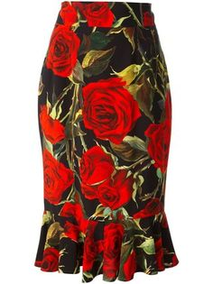 Black, green and red stretch silk blend rose print skirt from Dolce & Gabbana featuring a high waist, a pleated hem and a concealed fastening. by farfetch Mode Outfits, Skirt Outfits, Fashion Outfits, Blouse And Skirt, Dress Skirt, Latest African Fashion Dresses, African Dress, Print Skirt, Casual